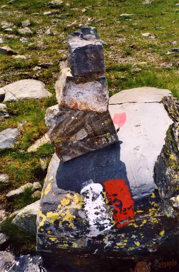 Marca GR (rojo y blanco)