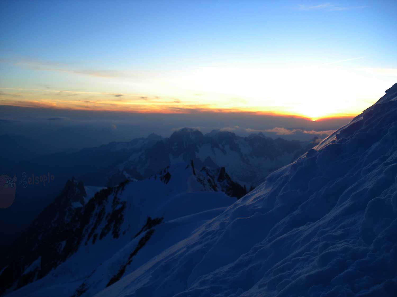 Amanecer camino al Mont Blanc